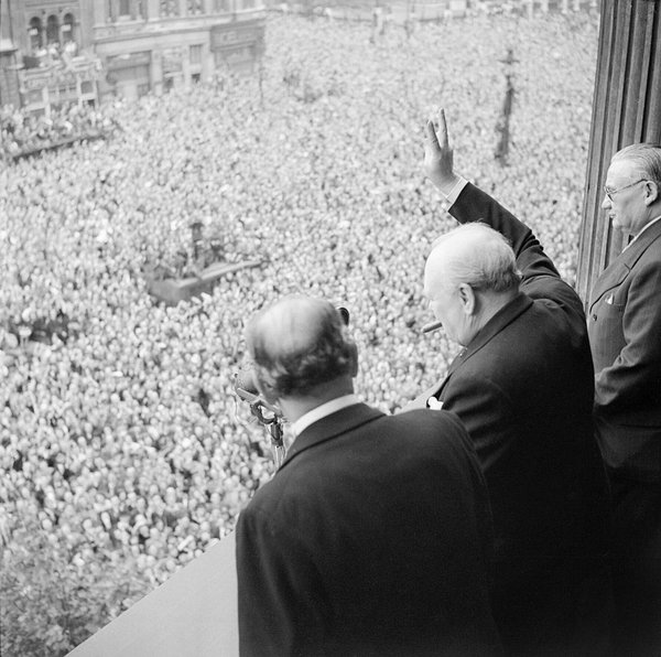 1024px-Winston_Churchill_waves_to_crowds_in_Whitehall_in_London_as_they_celebrate_VE_Day,_8_May_1945._H41849.jpg