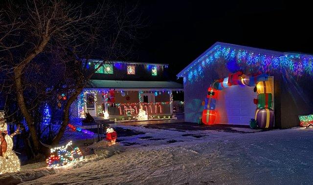Buena Vista xmas decorations 2 - nov 30 2020.jpg