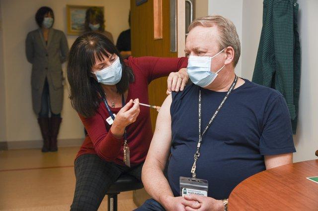Dr Betcher Vaccine Photo-20-12-15-CEC- CV-19 Vaccination_28.jpg