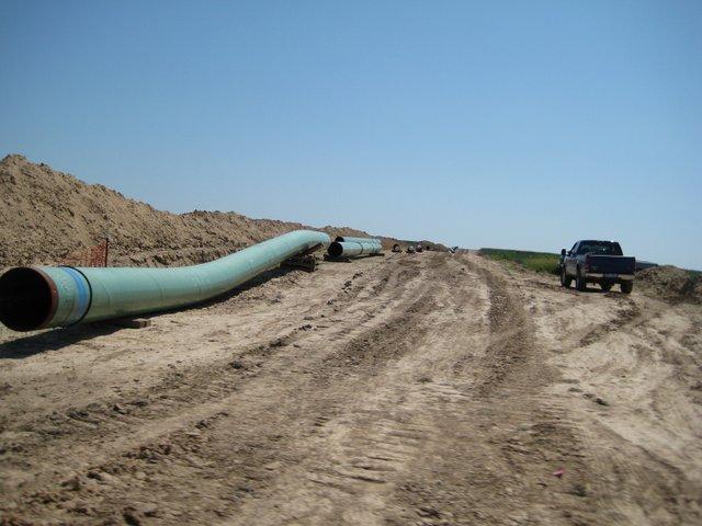 Pipes_for_keystone_pipeline_in_2009.jpg