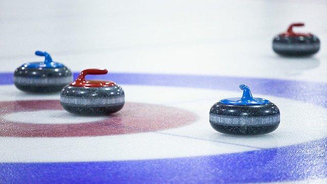 800px-Curling_in_East_York.jpg